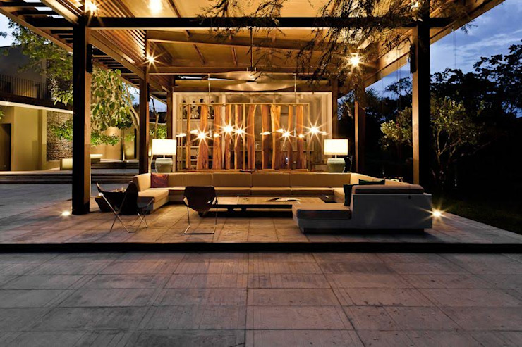 Casa Pombo: Terrazas de estilo  por PLUS Arquitectura y Diseño Ltda.,