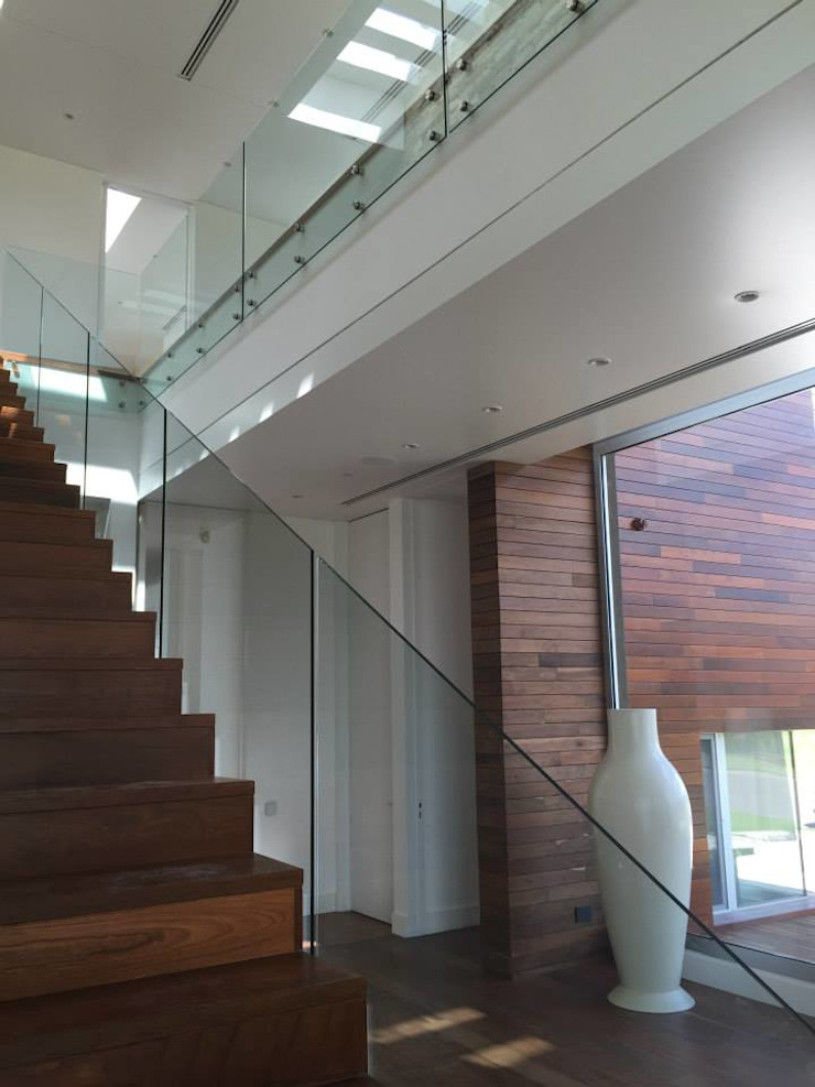 Casa en Cardales Коридор, прихожая и лестница в модерн стиле от BARRIONUEVO SIERCHUK ARQUITECTAS Модерн