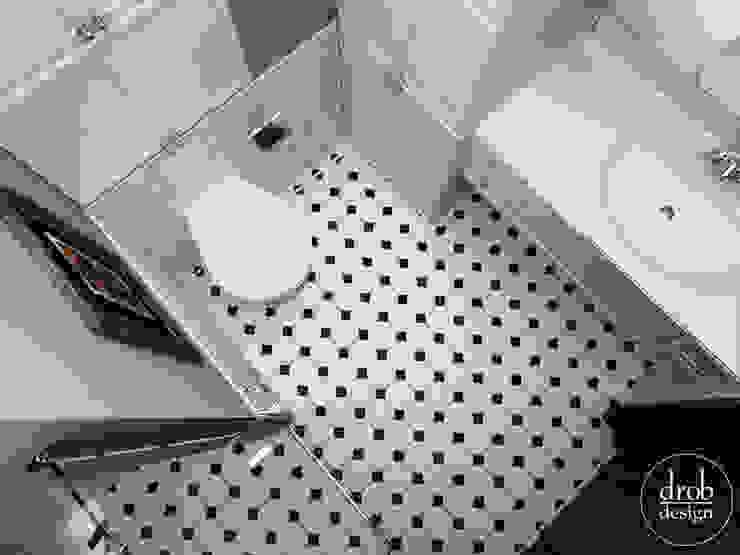Łazienka retro. Mieszkanie w Lublinie. Widok na podłogę. Klasyczna łazienka od Drob Design Klasyczny Ceramiczny