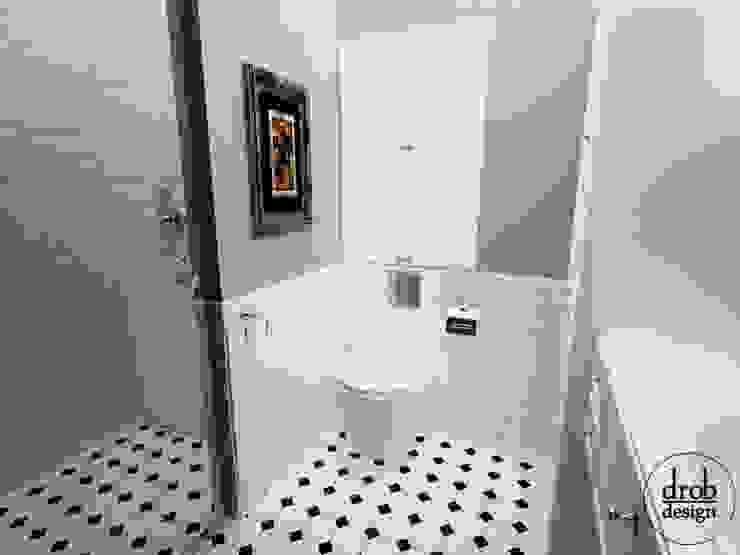 Łazienka retro. Mieszkanie w Lublinie. Widok na wc. Klasyczna łazienka od Drob Design Klasyczny Ceramiczny