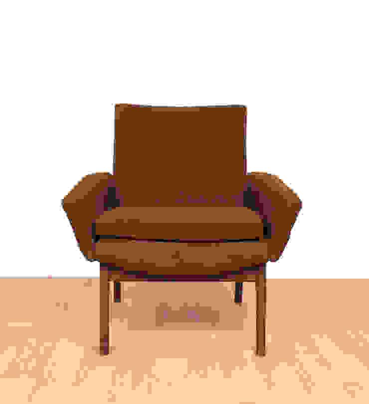 Parker Knoll Armchair Modern living room by RetroLicious Ltd Modern