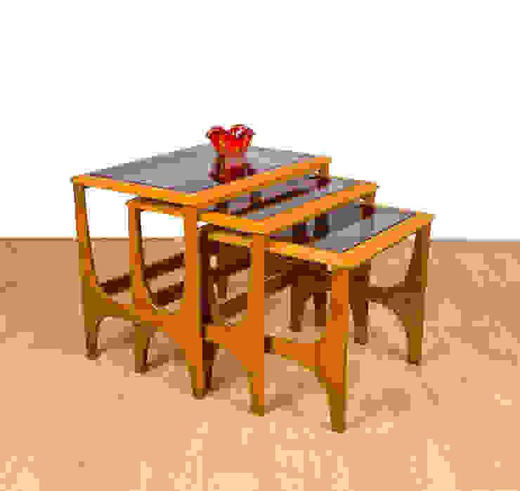 Living Scandinavian style living room by RetroLicious Ltd Scandinavian