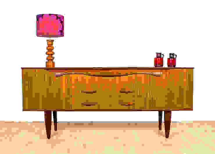 Living Modern living room by RetroLicious Ltd Modern