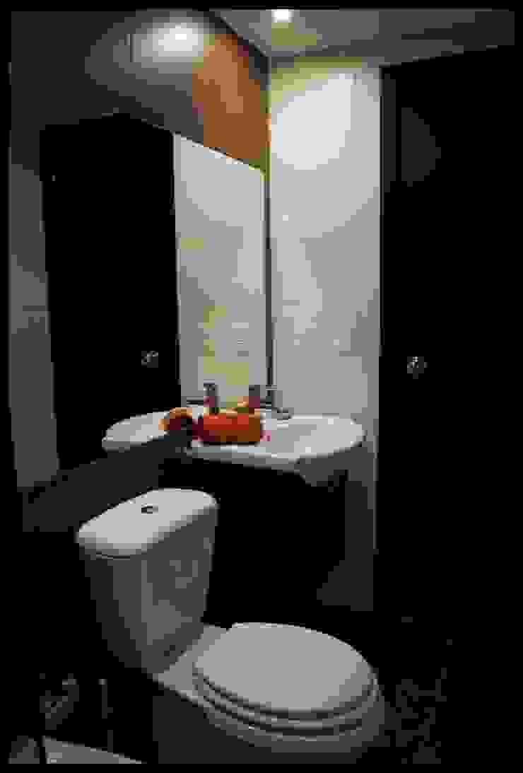 Baños pequeños soluciones grandes Baños eclécticos de Diseñadora Lucia Casanova Ecléctico
