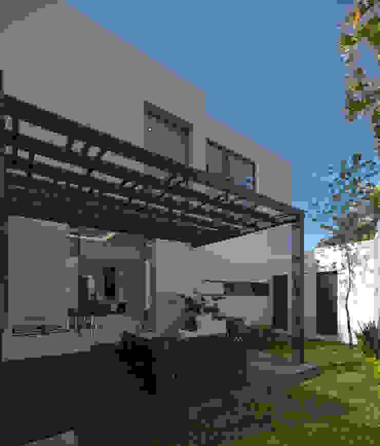CASA BUGAMBILIAS Casas minimalistas de GYVA Studio Minimalista
