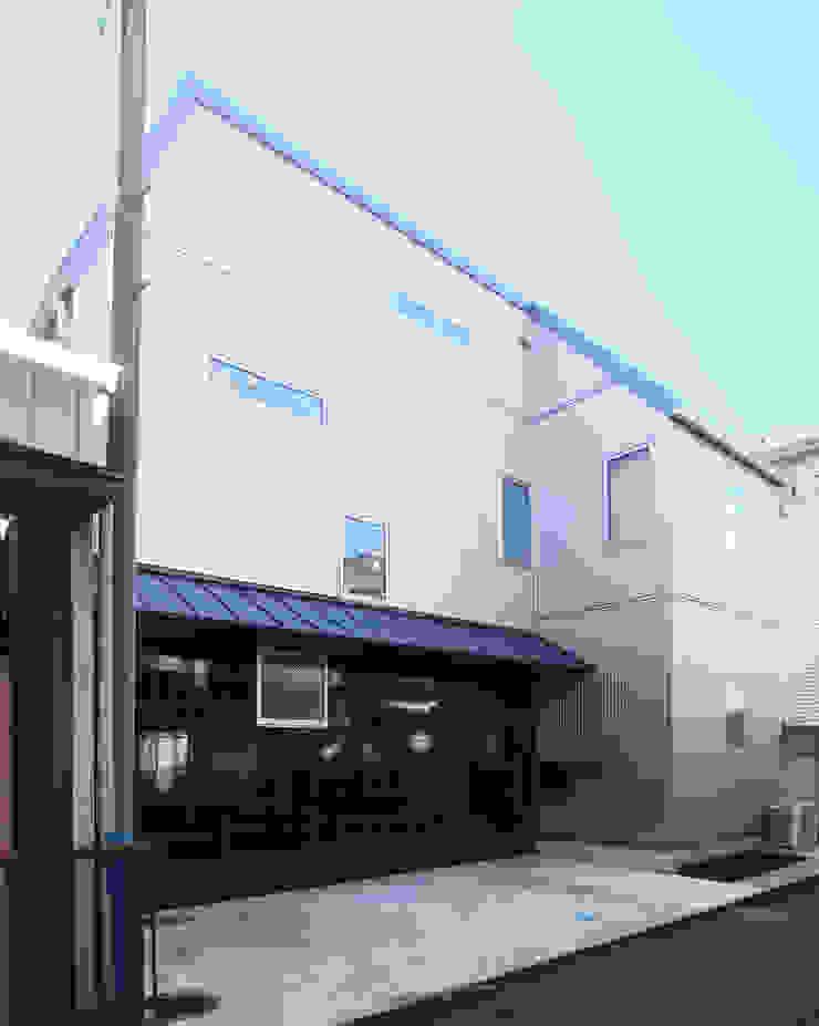 庭を囲む家 モダンな 家 の ユミラ建築設計室 モダン