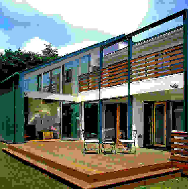 デッキテラスの家(リフォーム) モダンな 家 の ユミラ建築設計室 モダン