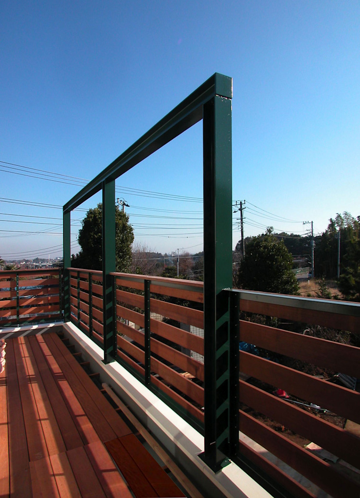 Moderner Balkon, Veranda & Terrasse von ユミラ建築設計室 Modern