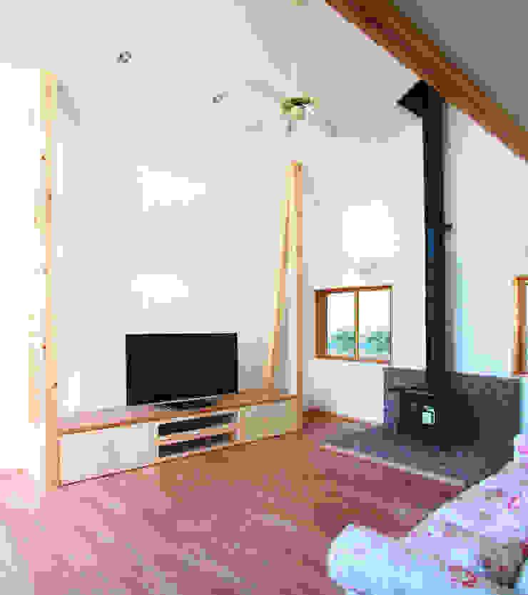 Moderne Wohnzimmer von ユミラ建築設計室 Modern