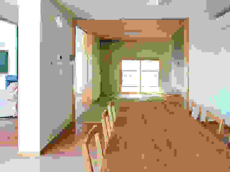 デッキテラスの家(リフォーム) モダンデザインの ダイニング の ユミラ建築設計室 モダン