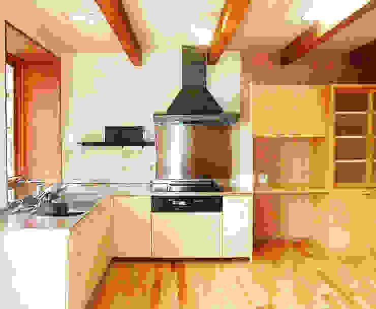 温室のある北国の家 モダンな キッチン の ユミラ建築設計室 モダン