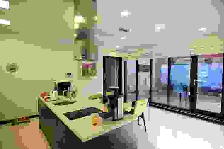 Moderne Küchen von 구도건축사사무소 Modern
