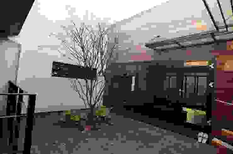 Balkon, Beranda & Teras Modern Oleh 구도건축사사무소 Modern