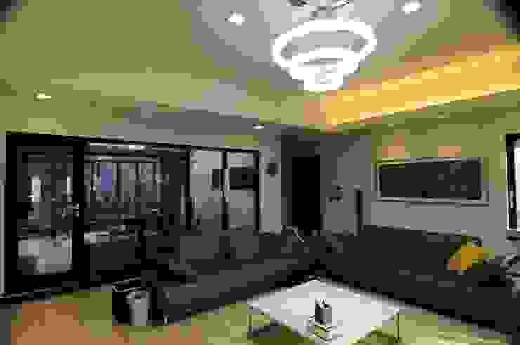 Moderne Wohnzimmer von 구도건축사사무소 Modern