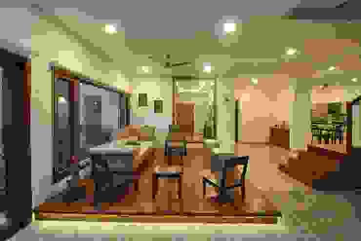 Mr & Mrs Pannerselvam's Residence Modern living room by Murali architects Modern