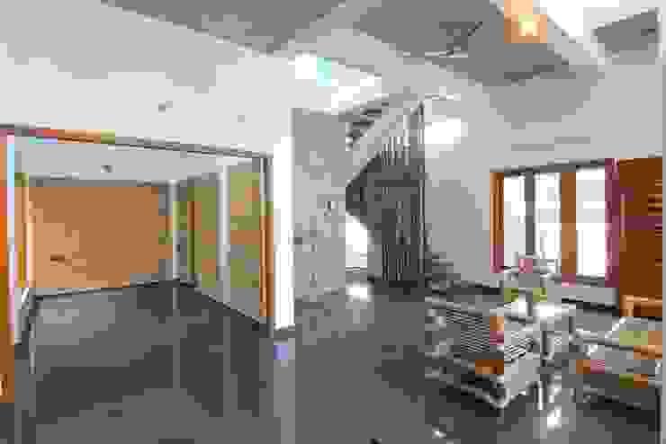 shanthi priya n mohan 's Residence @ ECR in 1450 sq feet site Modern living room by Murali architects Modern