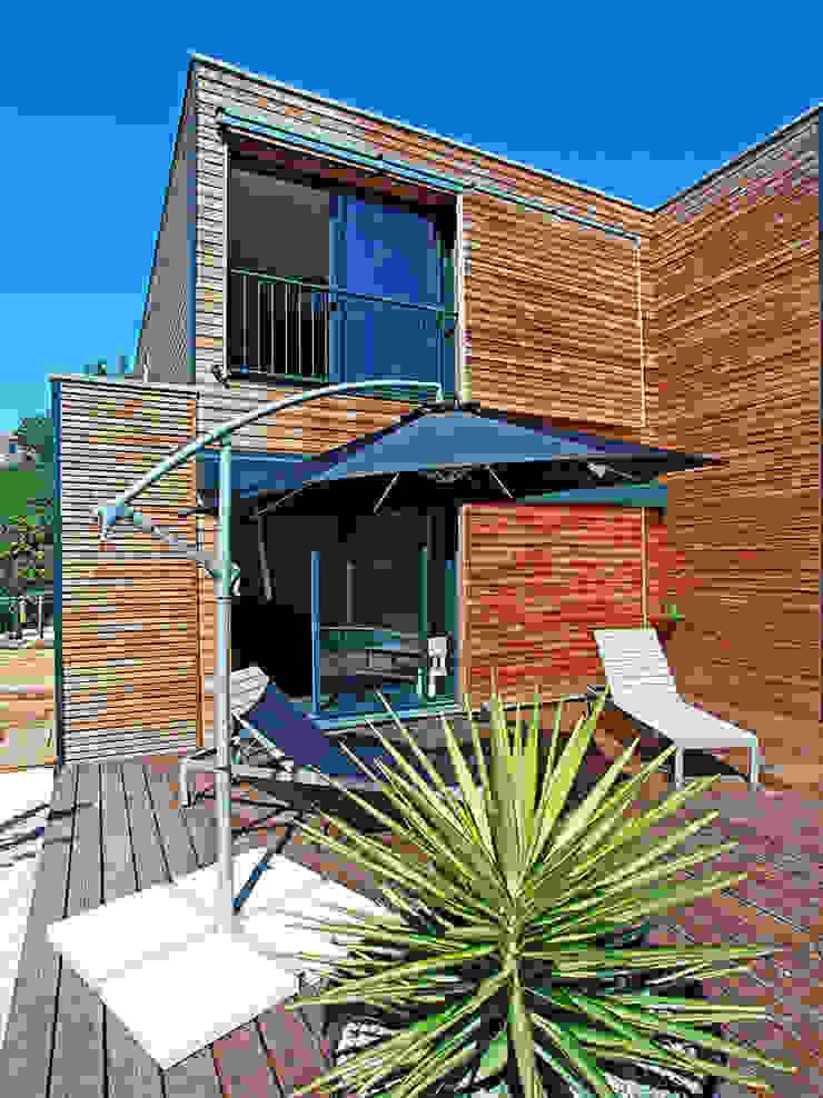 Balcones y terrazas de estilo moderno de TRIBU ARCHITECTES Moderno