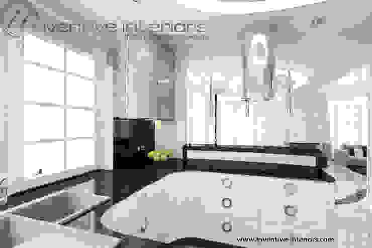 Biała kuchnia z czarnym blatem Klasyczna kuchnia od Inventive Interiors Klasyczny