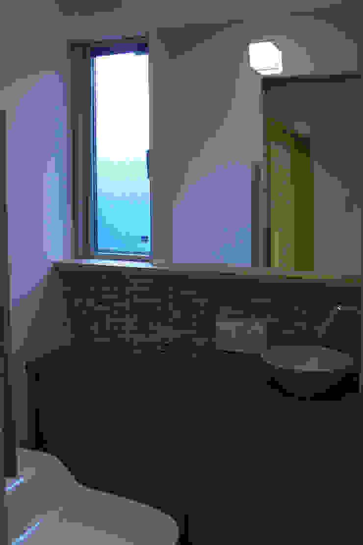 御所南の家 モダンスタイルの お風呂 の 株式会社 atelier waon モダン