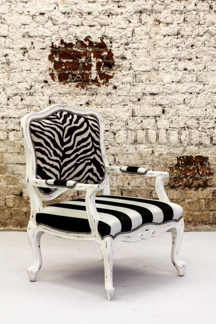 I enjoy mixing vintage with contemporary ..: modern  by INHABIT,Modern