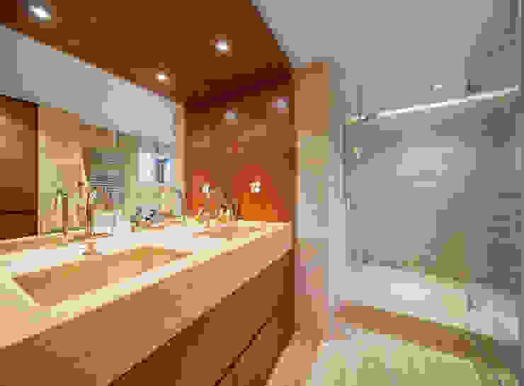 Luzestudio - Fotografía de arquitectura e interiores 現代浴室設計點子、靈感&圖片