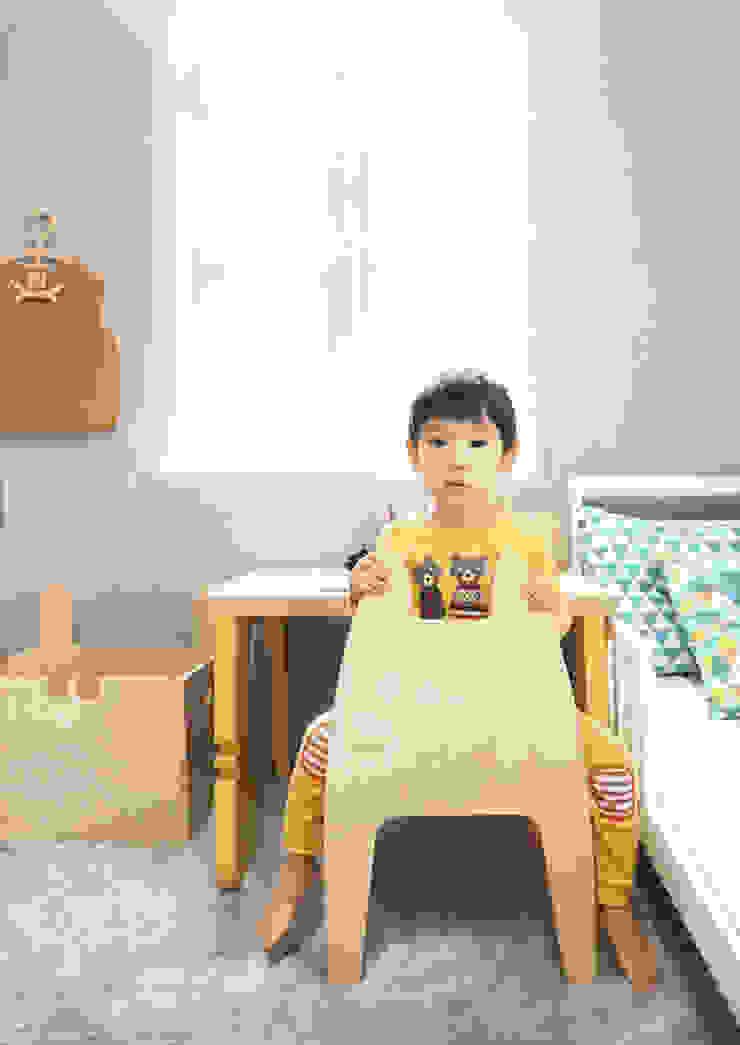 Banana Yolk ห้องนอนเด็กโต๊ะและเก้าอี้