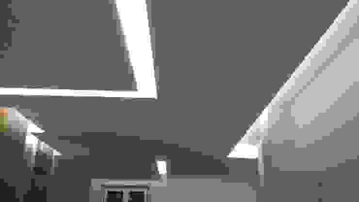 Minimalistyczny salon od lidia tecla sivo architetto - studio di progettazione Minimalistyczny