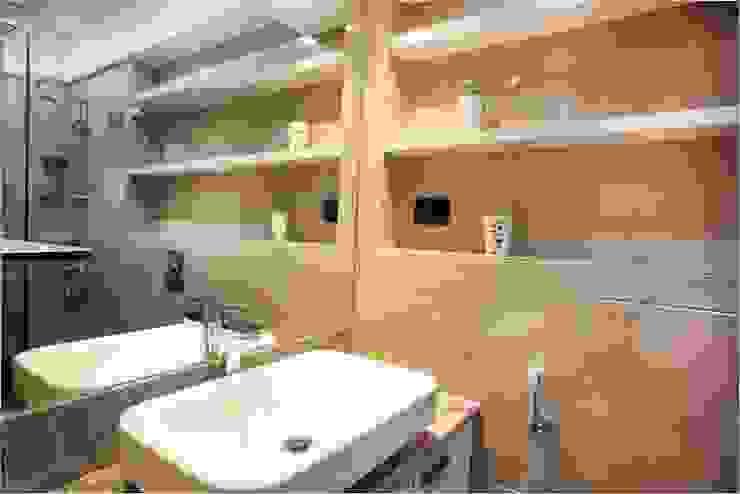 Pali Hill, Bandra Modern bathroom by suneil Modern
