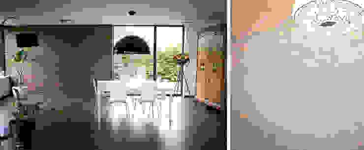 Moderne badkamers van RIVA Architectes Modern