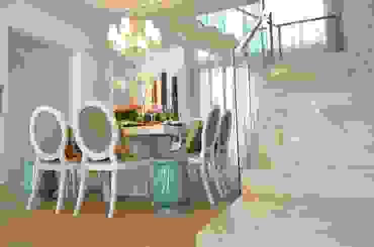 Escada em Mármore Salas de jantar modernas por Renata Matos Arquitetura & Business Moderno
