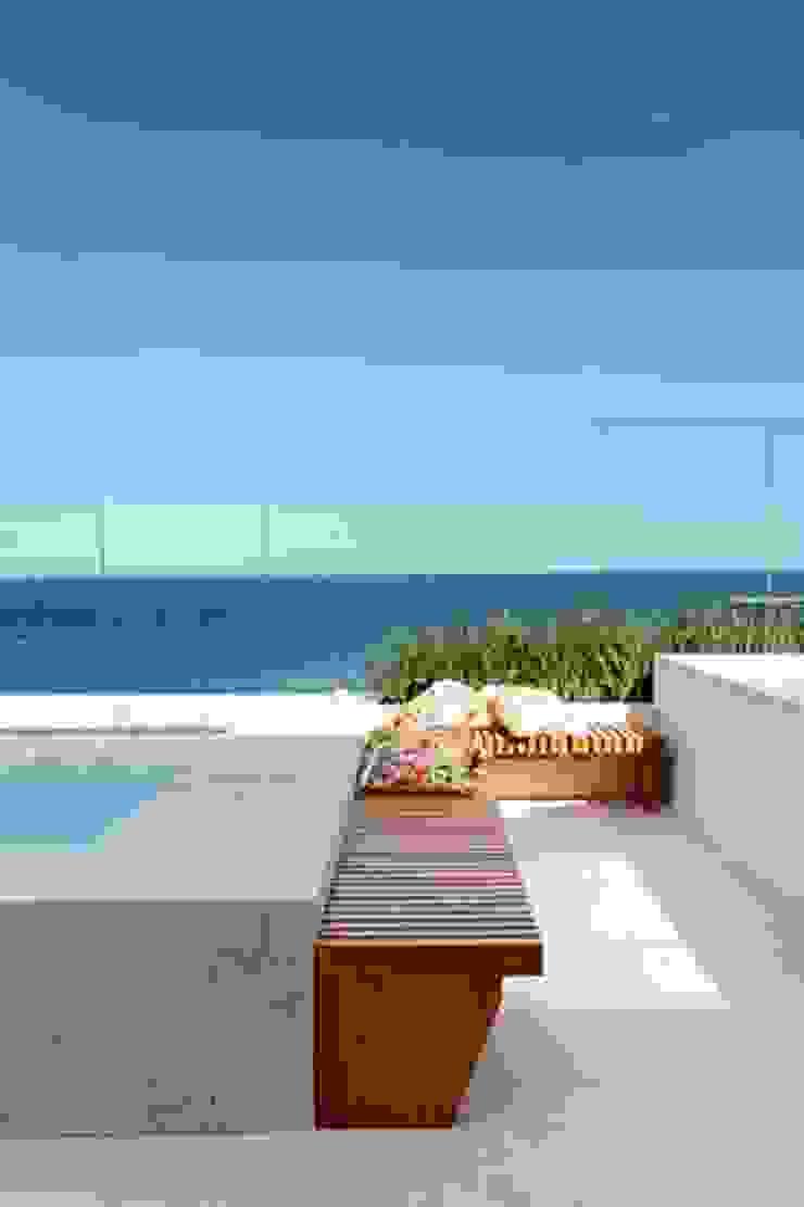 Cobertura São Conrado Varandas, alpendres e terraços modernos por Carmen Mouro - Arquitetura de Exteriores e Paisagismo Moderno Pedra