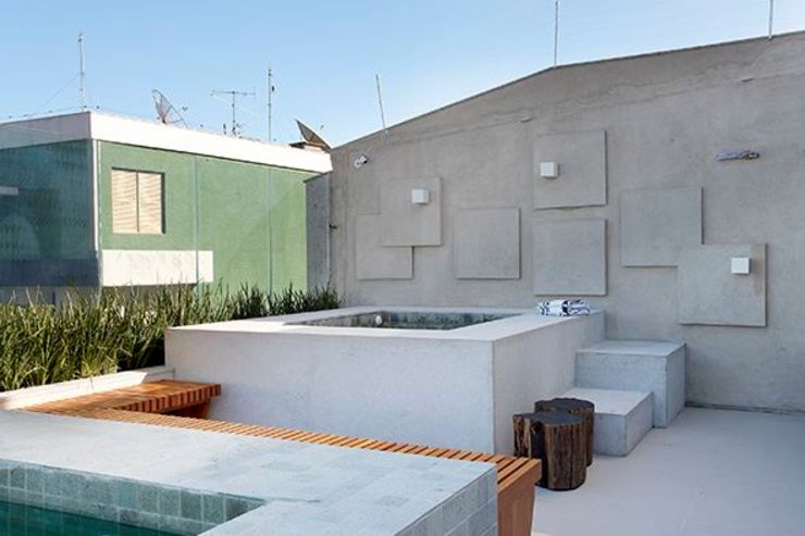 Cobertura São Conrado Spa moderno por Carmen Mouro - Arquitetura de Exteriores e Paisagismo Moderno Concreto