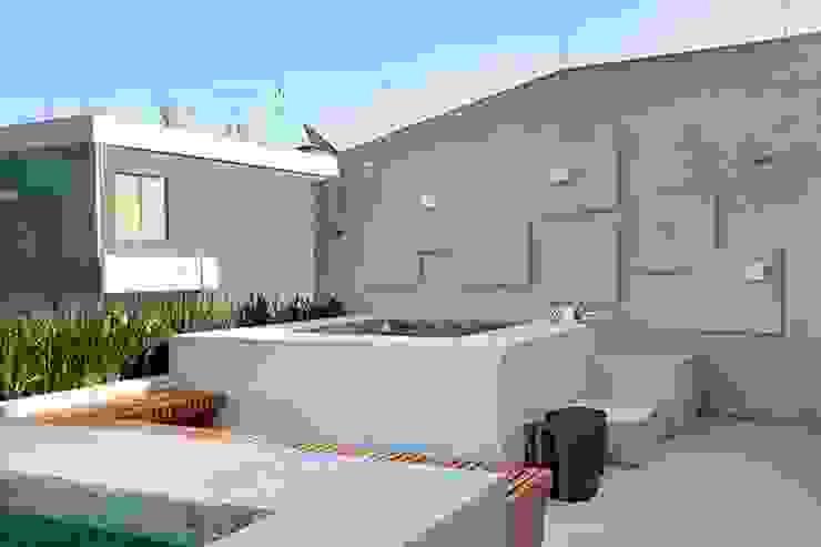 Carmen Mouro - Arquitetura de Exteriores e Paisagismo Modern Spa Concrete Grey
