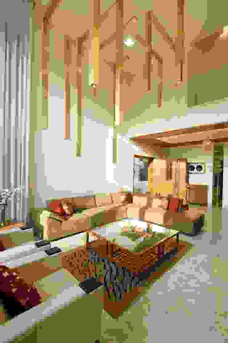 Mr.Rajan's Bungalow Modern living room by P & D Associates Modern