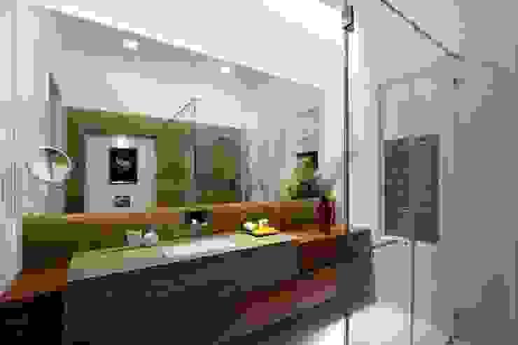 Mr.nailesh shah bungalow Modern bathroom by P & D Associates Modern