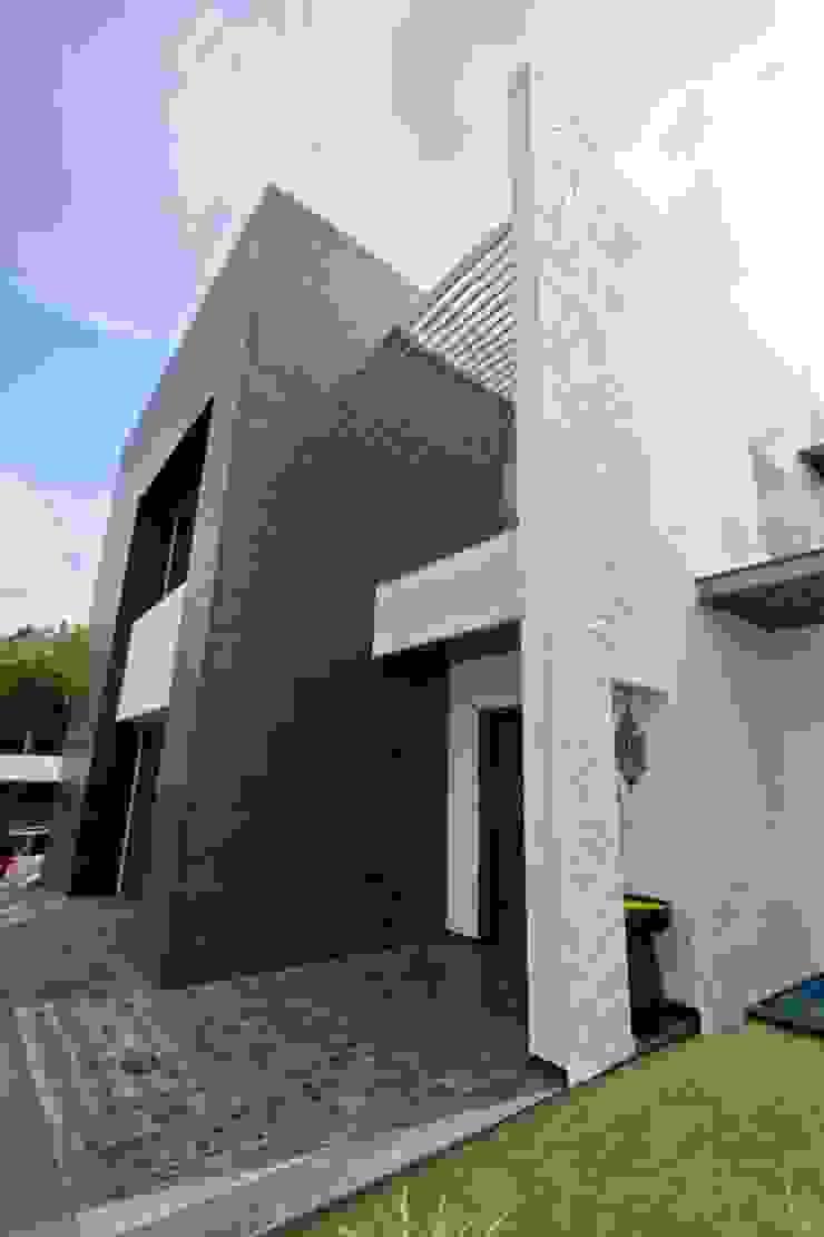Mr.nailesh shah bungalow Modern houses by P & D Associates Modern