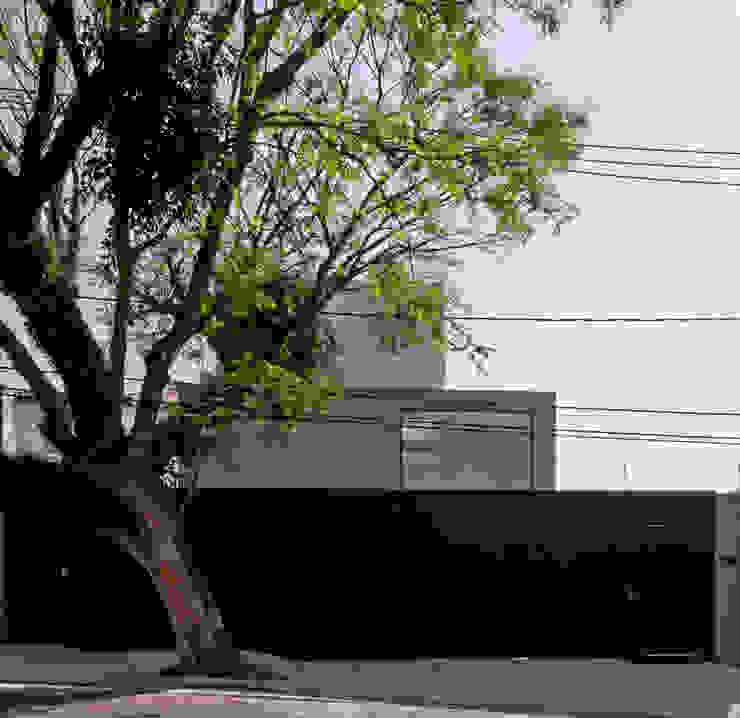 FACHADA 01 Casas modernas por Conrado Ceravolo Arquitetos Moderno