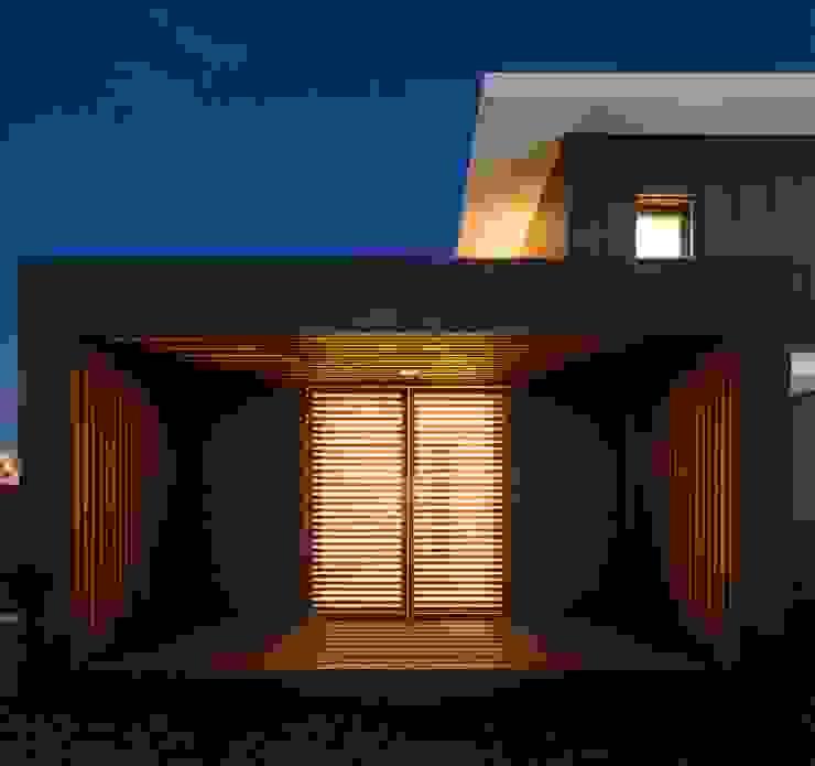 FACHADA TARDOZ por OW ARQUITECTOS lda | simplicity works Moderno Derivados de madeira Transparente