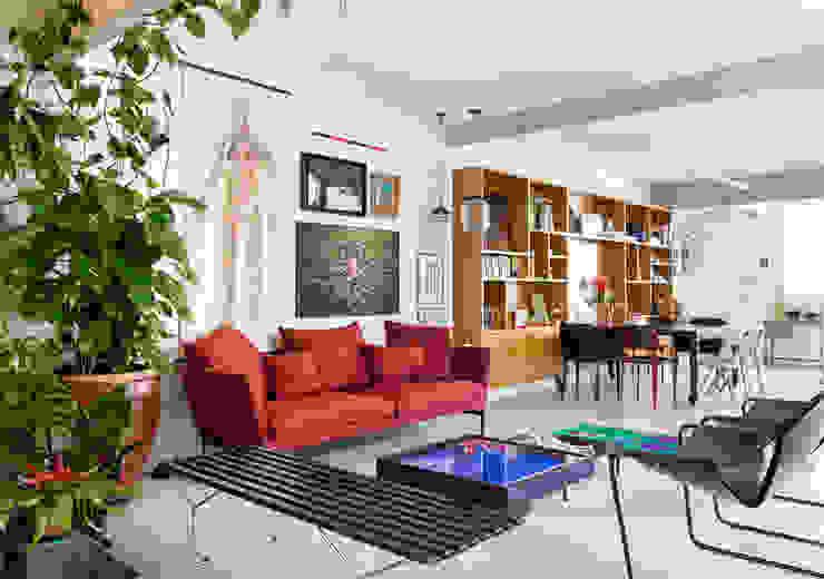 Apto. João: Salas de estar  por RSRG Arquitetos