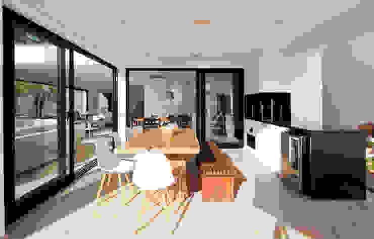 CHURRASQUEIRA Varandas, alpendres e terraços modernos por Conrado Ceravolo Arquitetos Moderno