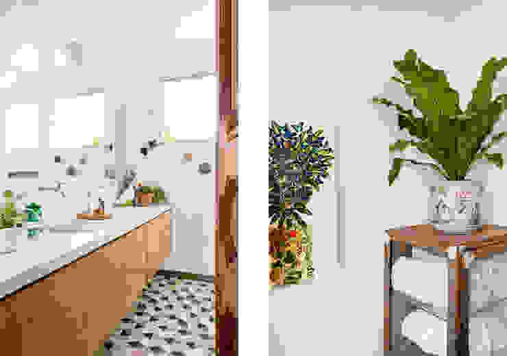 Phòng tắm phong cách tối giản bởi RSRG Arquitetos Tối giản
