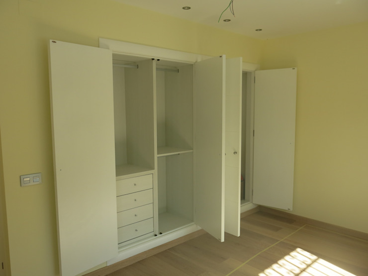 Classic style bedroom by Rudeco Construcciones Classic