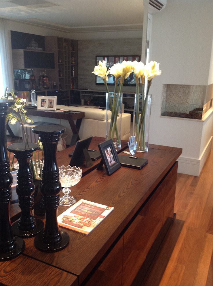 Modern living room by Marcia Arcaro Design Ltda ME Modern