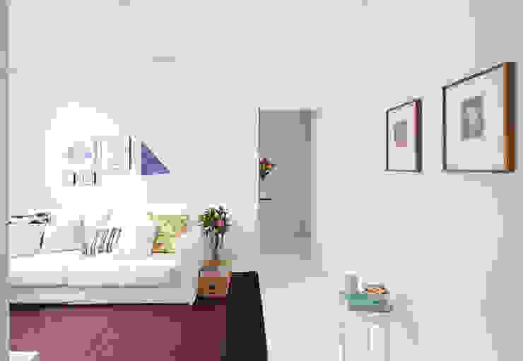 Livings de estilo minimalista de INÁ Arquitetura Minimalista