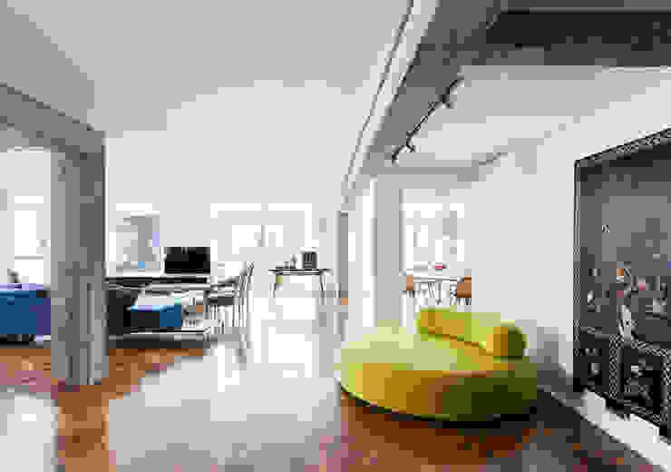 Apto. Rio de Janeiro Salas de estar minimalistas por RSRG Arquitetos Minimalista
