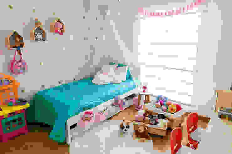 Cuarto de Antonia: Habitaciones infantiles de estilo  por Little One,