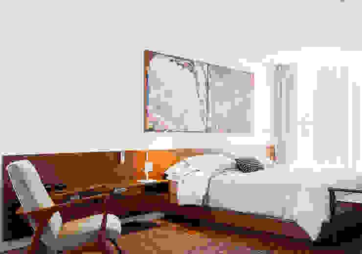 Minimalist bedroom by RSRG Arquitetos Minimalist
