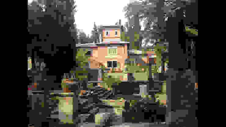 Casas de estilo clásico de Architetti Laura Romagnoli e Guido Batocchioni Associati Clásico