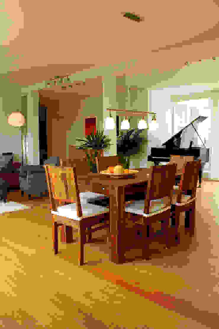 Dachgeschosswohnung Moderne Wohnzimmer von ORTerfinder Modern Holz Holznachbildung