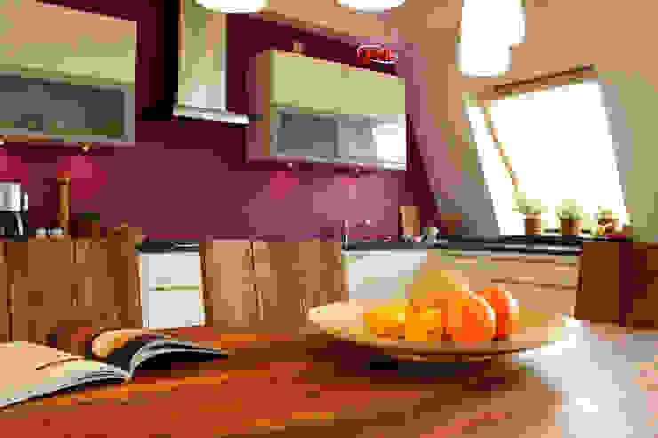 Dachgeschosswohnung Moderne Küchen von ORTerfinder Modern